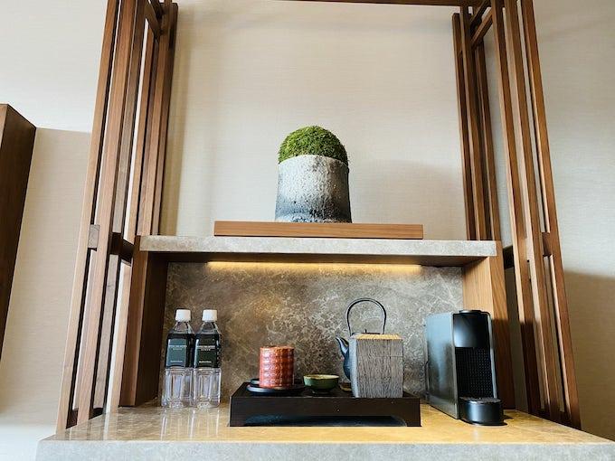 ホテルザ三井京都の茶器とボトルウォーター2