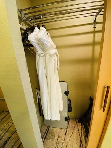 ザプリンス京都宝ヶ池オートグラフコレクションホテルのバスローブ