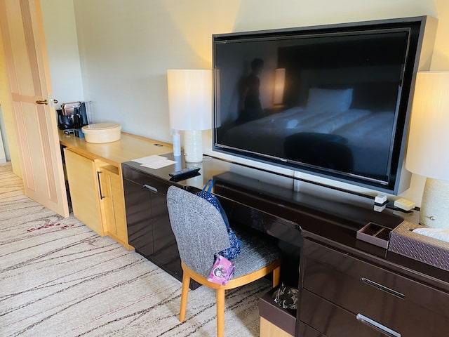 ザプリンス京都宝ヶ池オートグラフコレクションホテルの客室テレビボード