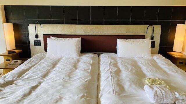 ザプリンス京都宝ヶ池オートグラフコレクションホテルのベッド全体