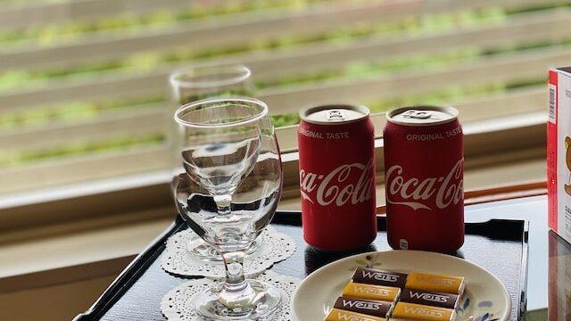 ザプリンス京都宝ヶ池オートグラフコレクションホテルのウエルカムギフトのコーラとチョコレート