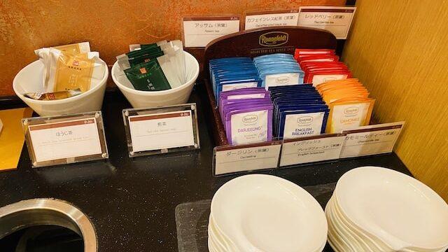 ザプリンス京都宝ヶ池オートグラフコレクションホテルのクラブラウンジのビュッフェ紅茶やお茶