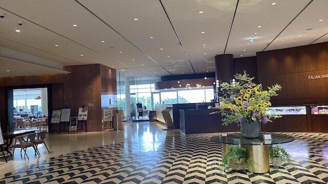 琵琶湖ホテルのロビー風景