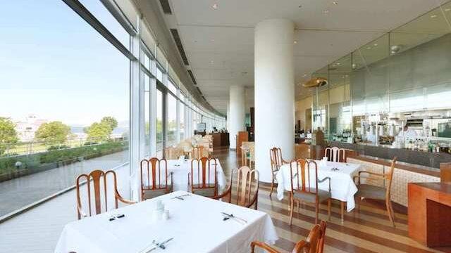 琵琶湖ホテルのレストラン風景